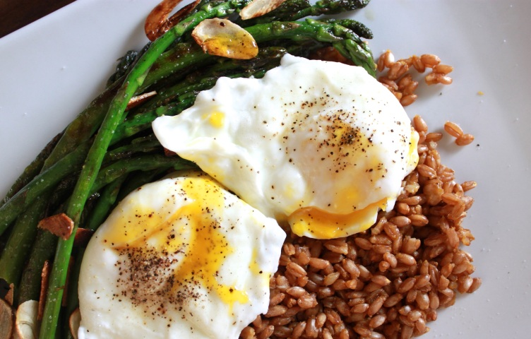 Easy Springy Poached Egg and Asparagus